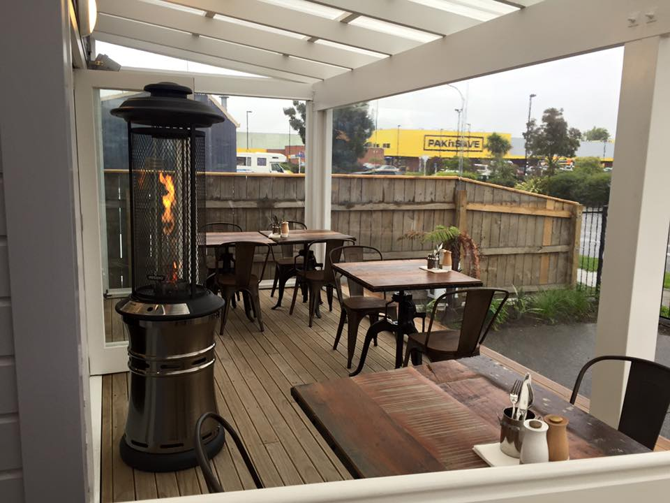 Cafe blinds hawkes bay nz douglas outdoor living for Outdoor spaces nz