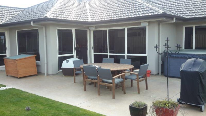Louvre Roof With Outdoor Mesh Screen Hawkes Bay