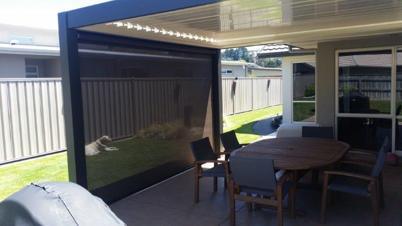 louvre roof with outdoor mesh screen | hawkes bay